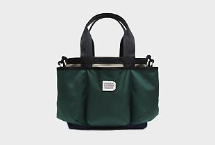 UTILITY TOTE 前面ポケットが特徴的なナイロンビジネスバッグ